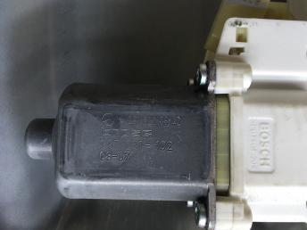 Стеклоподъемник левый передний  Mercedes X164 2518200842