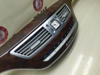 Центральная панель Mercedes W221 4MATIC 2216804271