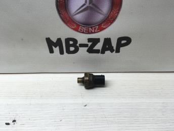 Датчик давления топлива Mercedes Om646 0045421618