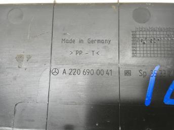 Облицовка погрузочного контура Mercedes W220 2206900041
