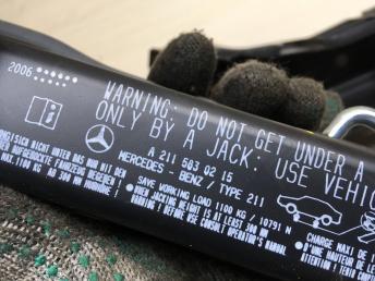 Ящик для инструмента Mercedes W211 2118900314
