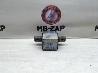 Опора АКПП Mercedes W220 2202400218