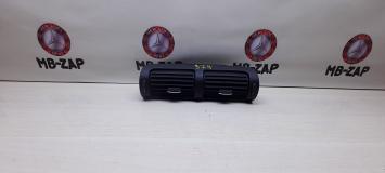 Дефлектор центральный Mercedes W203 2038302234