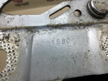 Петля капота Mercedes W251 2518800228