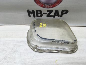 Стекло противотуманной фары правое Mercedes W210 1708261090