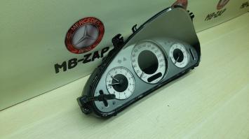 Панель приборов Mercedes W211 Япония  2115404711