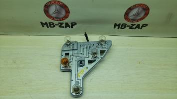 Левый ламподержатель задний Mercedes W203 2038200177