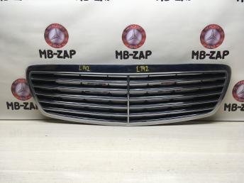 Решетка радиатора Mercedes W211 2118800283