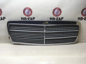 Решетка радиатора Mercedes W210 2108800083