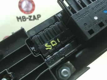 Блок предохранителей Mercedes W211 Япония 2115452301