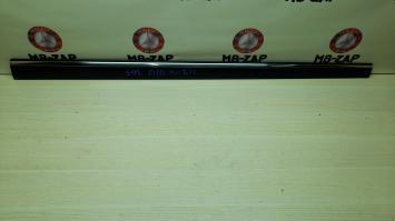 Молдинг передней правой двери Mercedes W211 Япония 2116902062