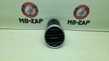 Дефлектор воздушный Mercedes W164 1648302154