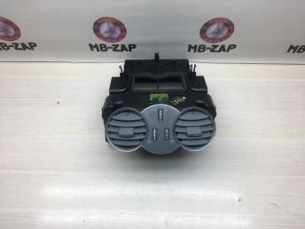 Дефлектор центральный Mercedes W209 6120100667