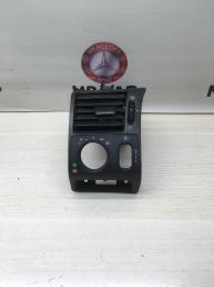 Дефлектор салонный левый Mercedes W210 2108300554