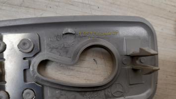 Пластиковая накладка внутри салона Mercedes W164 2518680139