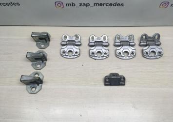 Петля двери Mercedes W203  А2037200137 А2037200137