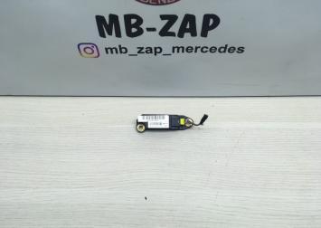 Датчик удара Mercedes W203  0018204426