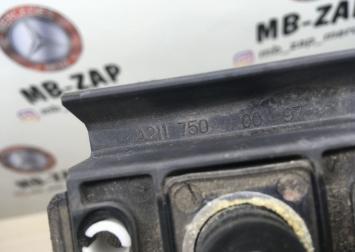 Отбойник крышки багажника Mercedes W219 2117500097