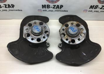 Кулак поворотный Mercedes W204 2043320101