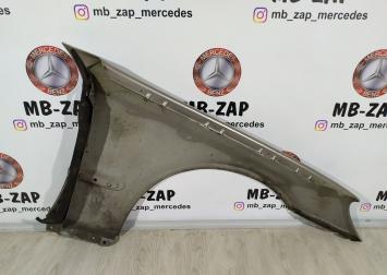 Крыло переднее правое Mercedes W211 2118800818