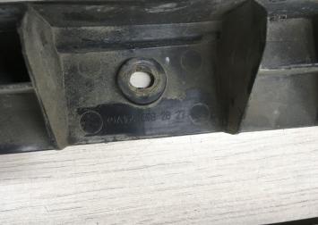 Кронштейн накладки порога Mercedes W164 1646982827