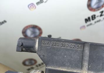 Блок клапанов пневмоподвески Mercedes W220 2203200258