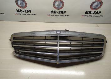 Решетка радиатора Mercedes W212 2128800883