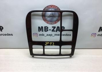Накладка консоли Mercedes W220 2206806139
