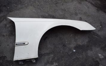 Крыло переднее правое Mercedes W203 белое  2038800218