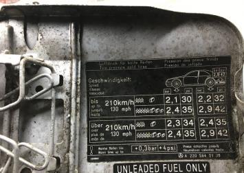 Лючок бензобака Mercedes W220 2205840139