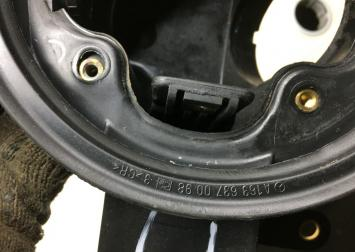 Корпус лючка бензобака Mercedes W163 1636300567