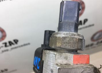 Блок клапанов пневмоподвески Mercedes W219 2205420118