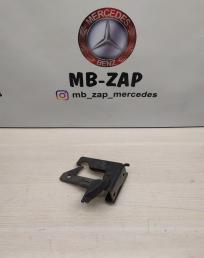 Крюк капота Mercedes W212 2128800064