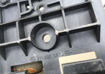 Крепление знака аварийной остановки Mercedes W211 2118900814