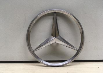 Эмблема Mercedes W209  А2097580058 А2097580058