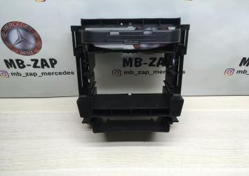 Рамка магнитолы для Mercedes W203  А2036890216 А2036890216