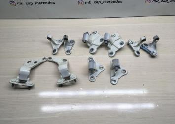 Комплект дверных петлей Mercedes X164  1647400437