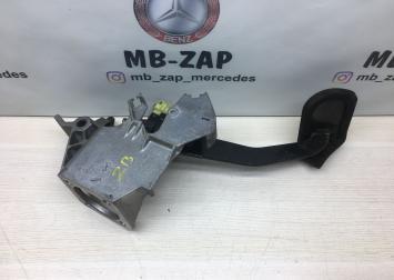 Педаль тормоза Mercedes W210 2102900613