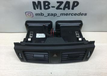 Дефлектор центральный Mercedes W204 2048304054
