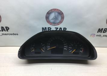 Панель приборов Mercedes W210 2105405748