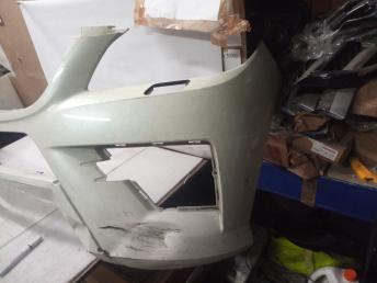 Mercedes W 166 ML AMG Бампер белый цвет