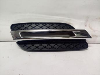Mercedes W 166 ML сетка с хромом на ходовой справа
