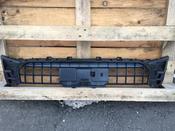Ауди Audi  Q5 ку5  Крепление решетки радиатора
