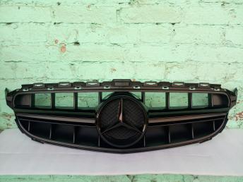 Решетка радиатора Мерседес C 205 стиль E 63 черн