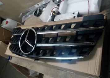 Mercedes W 164 Решетка радиатора бампера ML мл